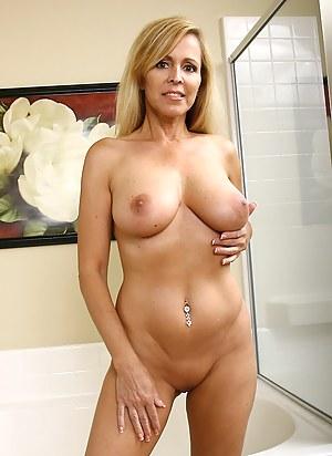 free blonde lesbian gallery